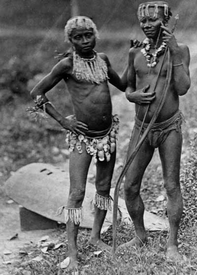 Dos hombres andamaneses, 1875. Fuente: Mueso Pitt Rivers, Oxford.